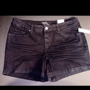 Time And Tru black shorts